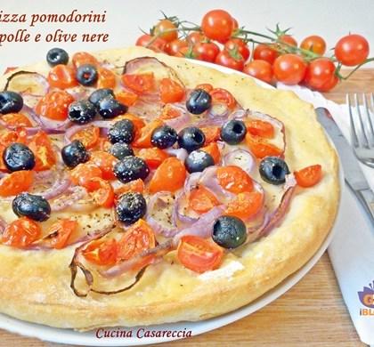 Pizza pomodorini cipolle e olive nere