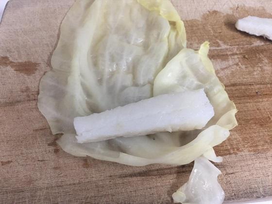 Involtini di verza con baccalà e pistacchi
