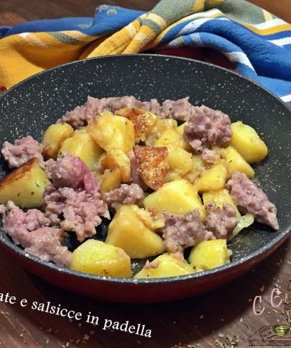 Patate e salsicce in padella