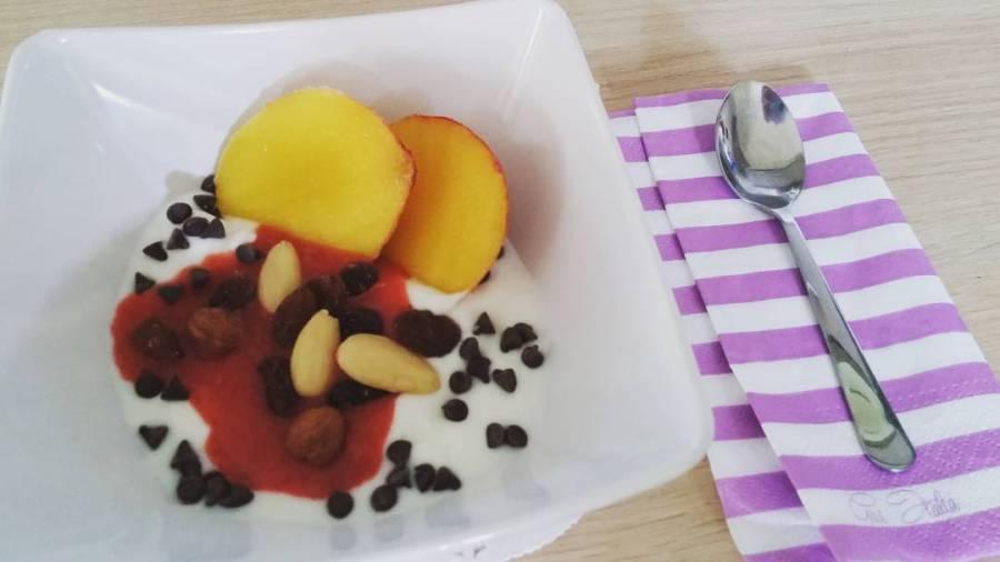 #breakfast #food #lightfood #lifestyle #peach #driedfruit #jam #strawberries #chocolate #diet #dukan #quartafase #healthy #wayoflife #weightloss #summer #sun #sweet