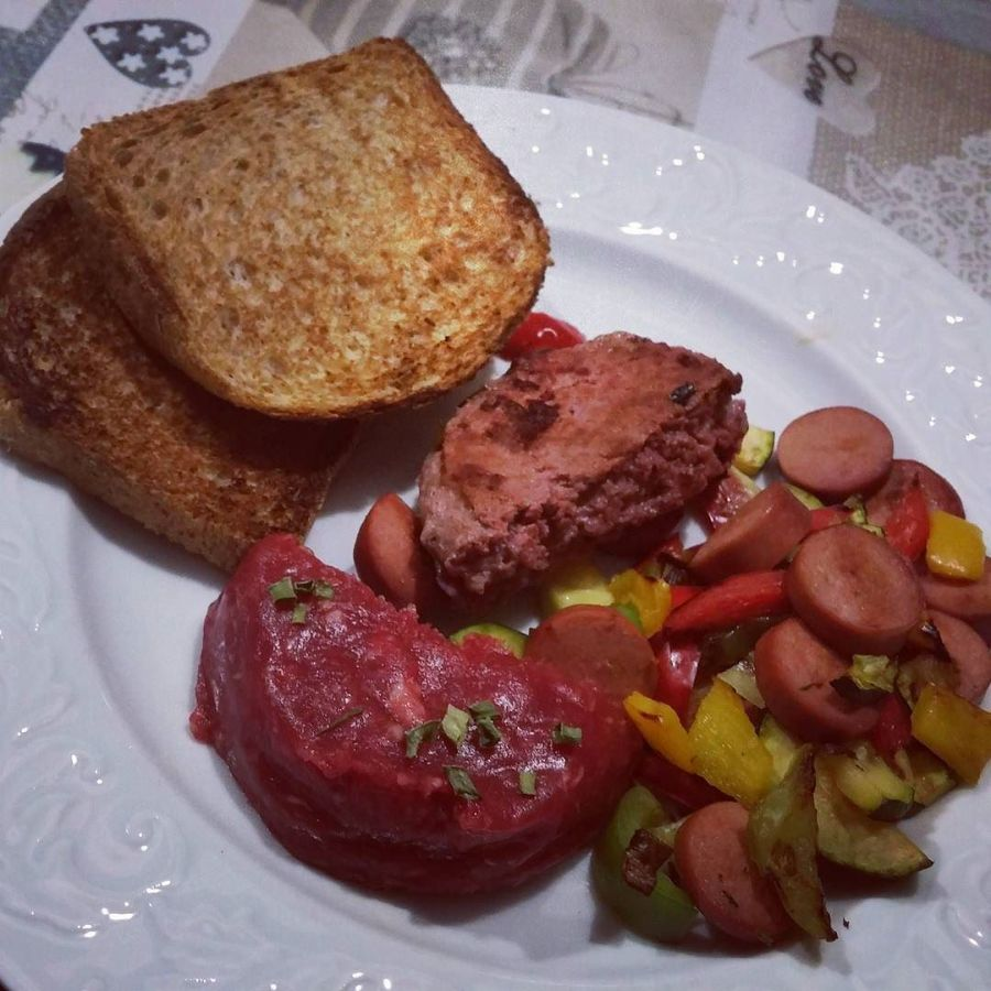 #dinner #tartare #vegetables #bread #cena #dukan #diet #quartafase #chef #fast & #easy #food #protein #proteinfood #dulight #vividulight