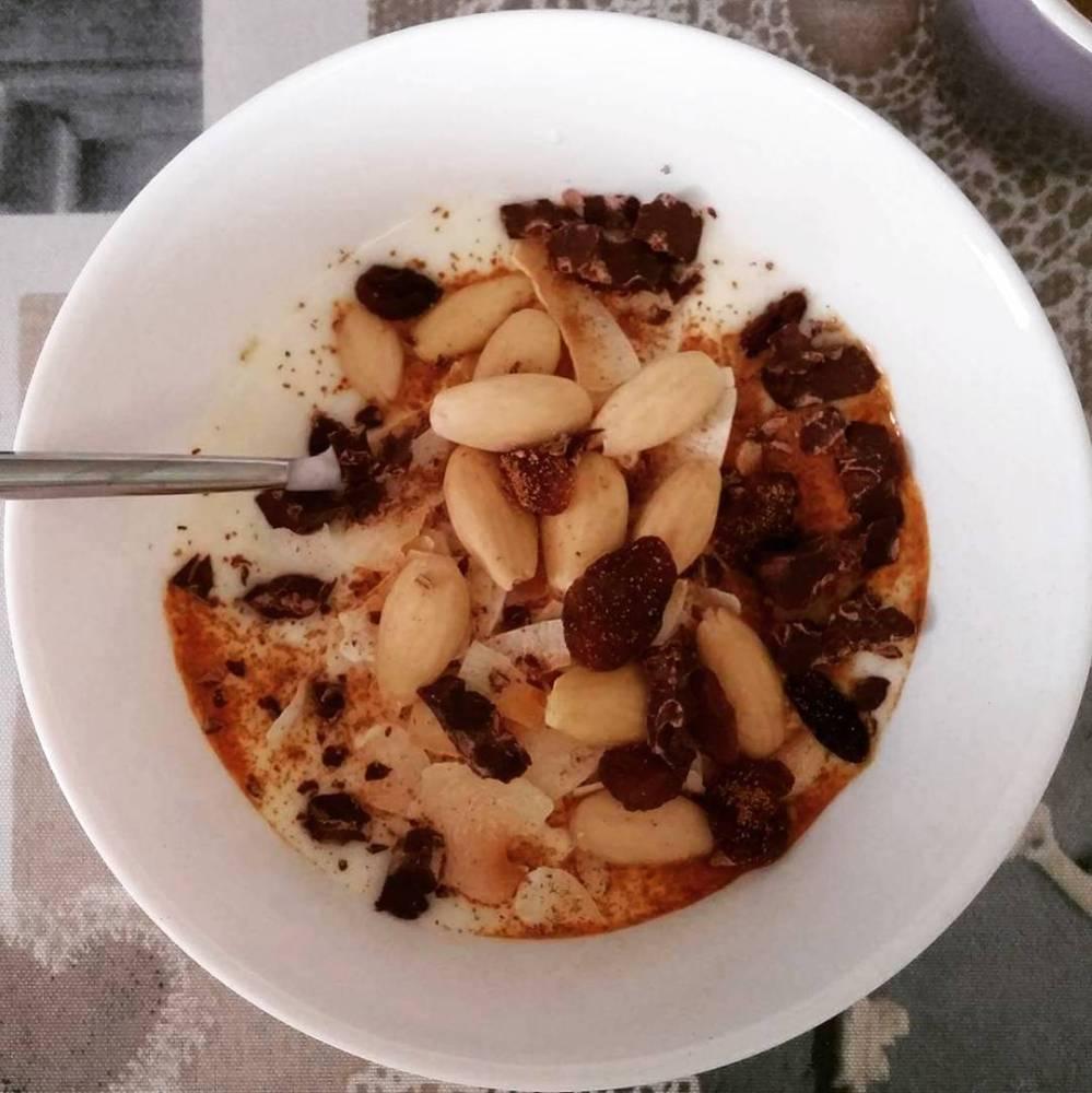 #goodmorning #breakfast #yogurt #uvetta #mandorle #almonds #cannella #cinnamon #dukan #diet #quartafase #healthy #lightfood #cibosalutare #vividulight