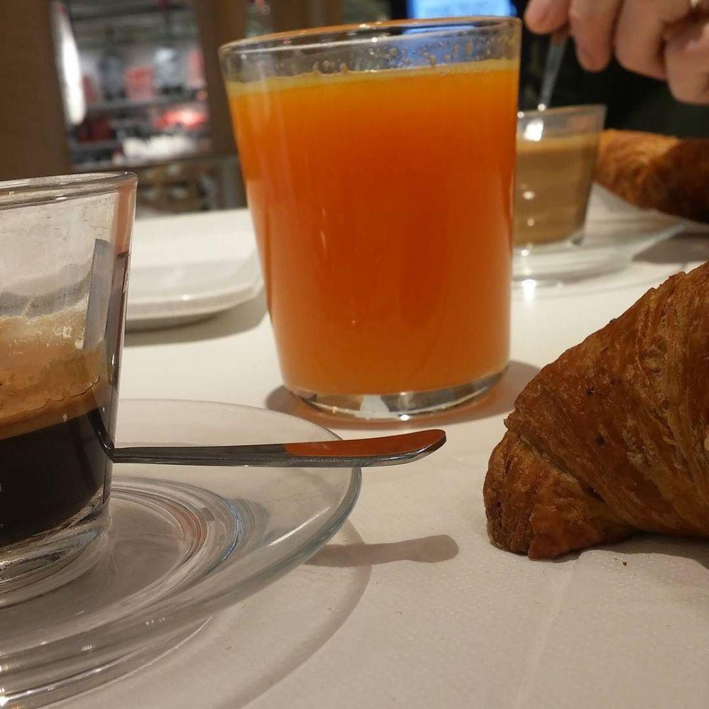 #breakfast #colazione #colazioneperdue #spremuta #caffè #brioche #ikea #ikeafamily #dukan #diet #quartafase #food #elnosshopping #shopping #cucinadulight