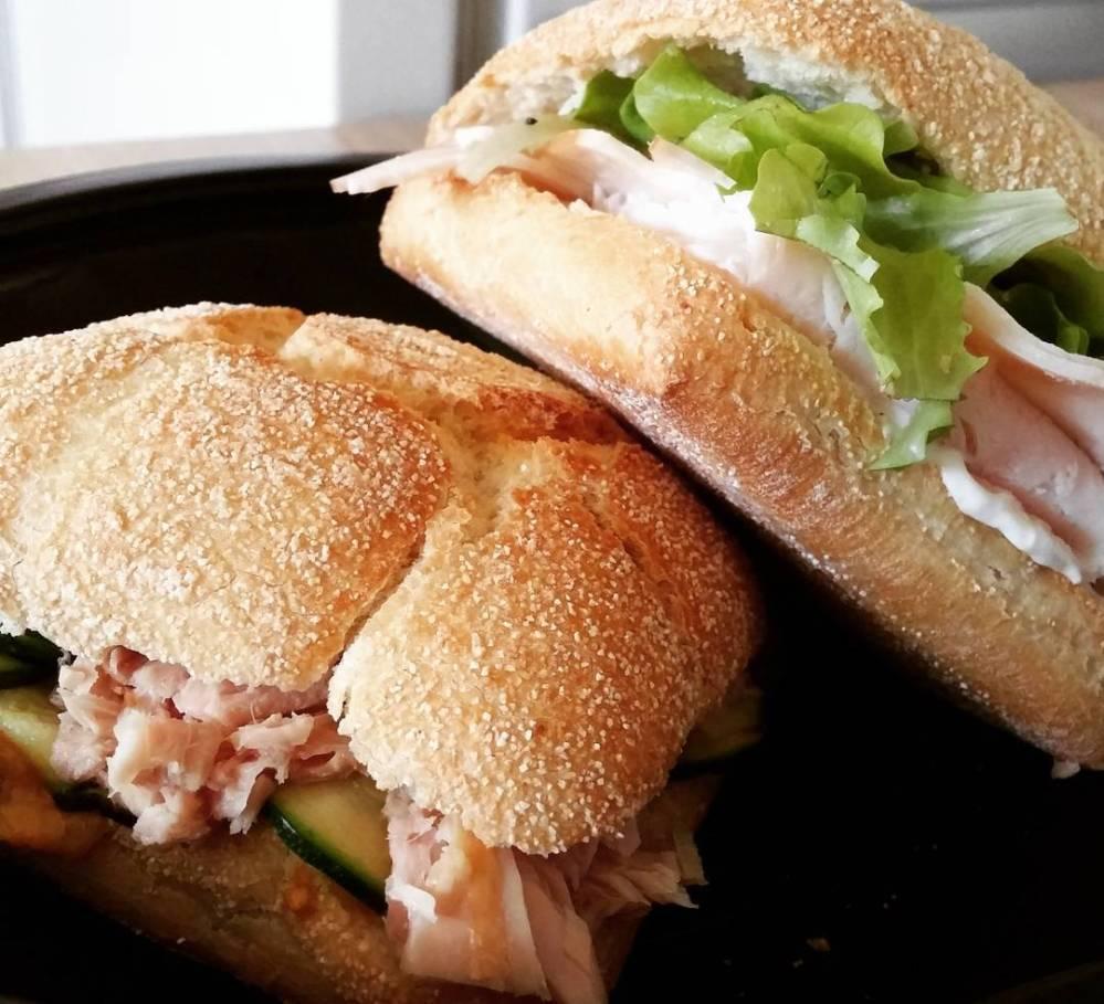 #lunch #bread #panino #tonno #zucchine #philadelphia #insalata #affettato #dukan #diet #quartafase #fast & #easy !