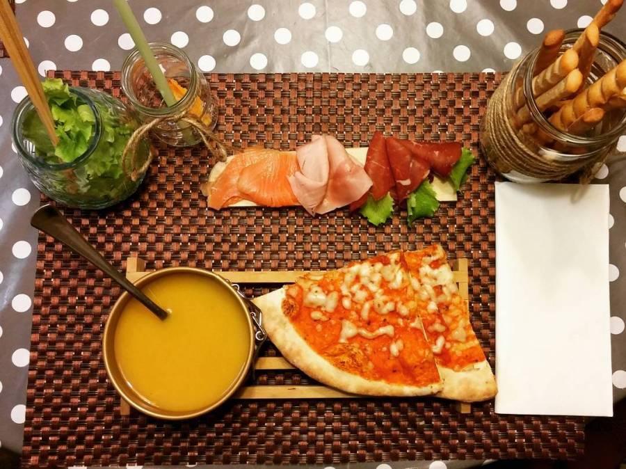 #dinner #mommy #mom #pizza #zucca #salmone #bresaola #grissini #dukan #diet #quartafase #anchelocchiovuolelasuaparte #chef #cheflife #cucinaproteica #lightfood #cucinadulight