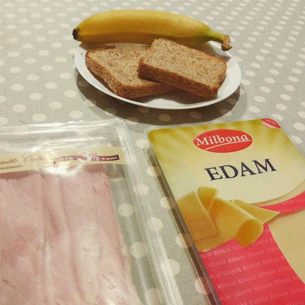 Cena post volontariato...fast&easy!! #dinner #prosciutto #edam #panbaulettointegrale #banana #dukan #diet #quartafase #light #highprotein #lowfat #lowcarb #healthyfood #cucinaproteica #cucinadulight