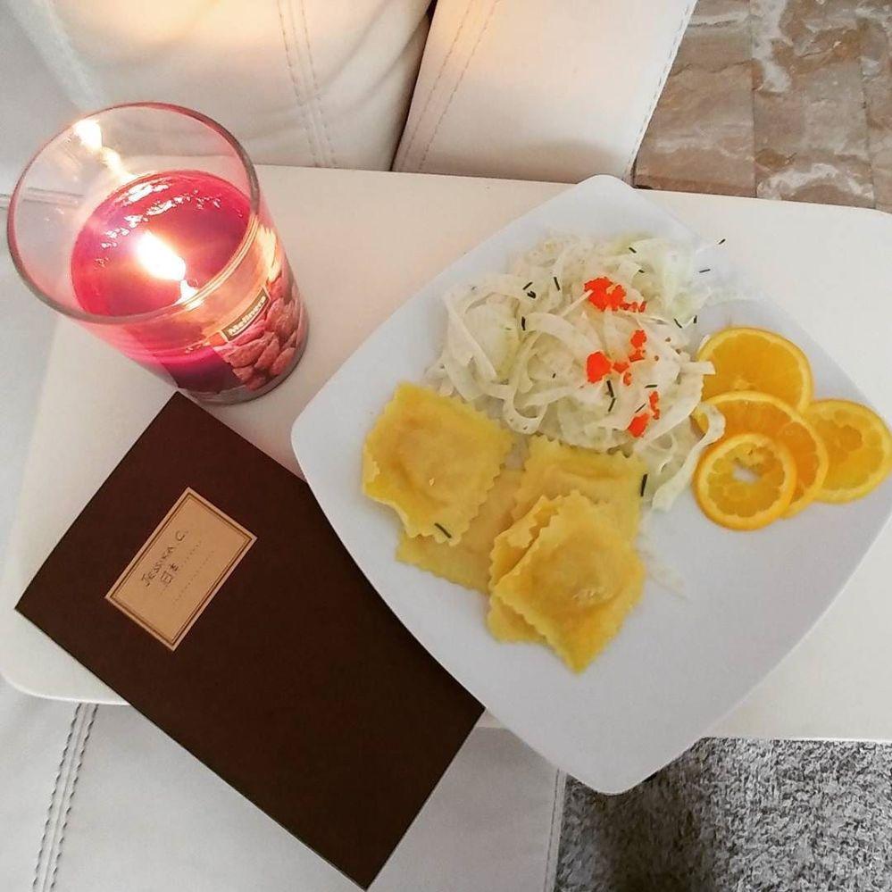Pranzo veloce e gustoso mentre mi esercito col giapponese! Konnichiwa! #ravioli #finocchio #crocchette #orange #japanese #japan #candle #dukan #diet #quartafase #chef #cheflife #cucinaproteica #cucinadulight