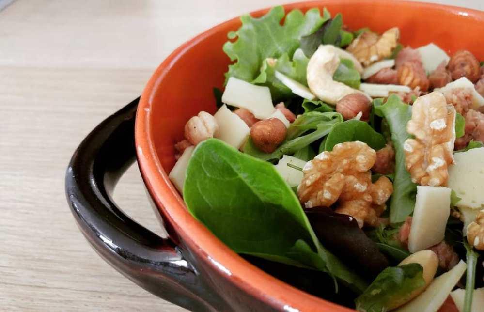 Oggi si insalata! #salad #insalatona #tonno #fruttasecca #gouda #dukan #diet #quartafase #lunch #winter #lightfood #fitness #fitfood #weightloss #icandoit #weightloss #bodytransformation #cucinaproteica #cucinadulight