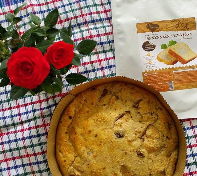 La rosa che mi ha regalato la mia bimba per il compleanno è perfetta per la foto della torta alla vaniglia!❤ #regalo #rose #fiore #flower #birthday #cake #preparati #dulight #tibiona #apple #chocolate #cinnamon #dukan #dukanitalia #diet #dieta #lightfood #bresciafood #fitness #benessere #cibosano #cucinaproteica #cucinadulight