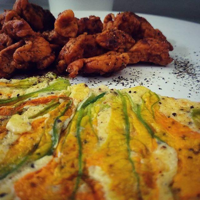 #dinner #zucca #fioridizucca #pollo @santantonio_macelleria #acetobalsamico #glassamango #dukan #diet #dieta #lightfood #brescialight #bresciafood #cibosano #benessere #fitness #fitfood #chef #cucinaproteica #cucinadulight