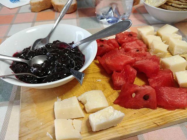 Aperitivo di quarta fase al mare: marmellata di ciliegie, anguria, formaggio stagionato. Le cose semplici e buone! #aperitivo #quartafase #dukan #diet #dieta #jesolo #marmellata #formaggio #anguria #benessere #informa #jesolo #beach #vacanza #sun #summer #summerfood #lightfood #bbgitalia #cucinaproteica #cucinadulight