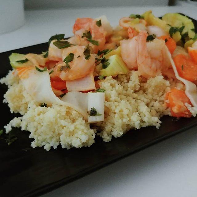 Nostalgia canaglia...il mare è solo un ricordo, ma col cous cous ci sembra d'essere ancora là ⛵🚤🚣 #couscous #gamberi #surimi #zucchine #pomodori #carote #paté @riomareofficial #dukan #diet #lightfood #cibosano #quartafase #benessere #weightloss #fitness #fitfood #fitmum #summer #summerfood #easyfood #cheflife #cucinaproteica #cucinadulight