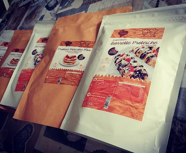 Arrivati i premi del Contest IG! @vitapiena @manu.angerosa @valy_bonny ...presto saranno da voi!💖💖💖 Ve li invieremo dopo il Ferragosto per evitare intoppi con le Poste!😁 Ancora complimenti...e al prossimo contest!!!🔮🎉 #contest #barrette #pancakes #gift #regalo #poste #pacco #preparati #dulight #tibiona #dukan #diet #giveaway #dieta #ddi #dietadukanitalia #crusca #dono #gruppo #group #random #luck #cucinaproteica #cucinadulight