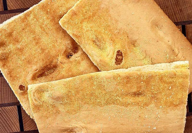 Fugassa de polenta (Focaccia di polenta)
