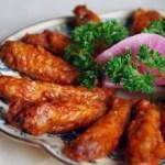 Ali di pollo al forno nel succo di limone e miele