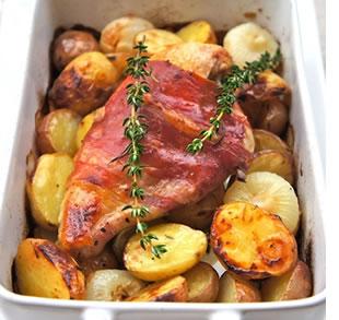 petto di pollo arrosto con prosciutto e patate