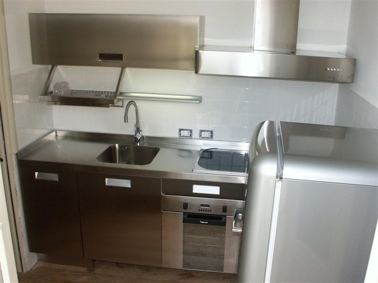 Cucina acciaio inox angolare  Progetti Borlina Acciaio