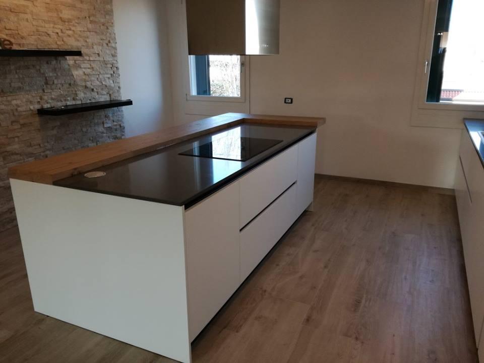 Piano cottura 5 fuochi cucina moderna  CucineModerne