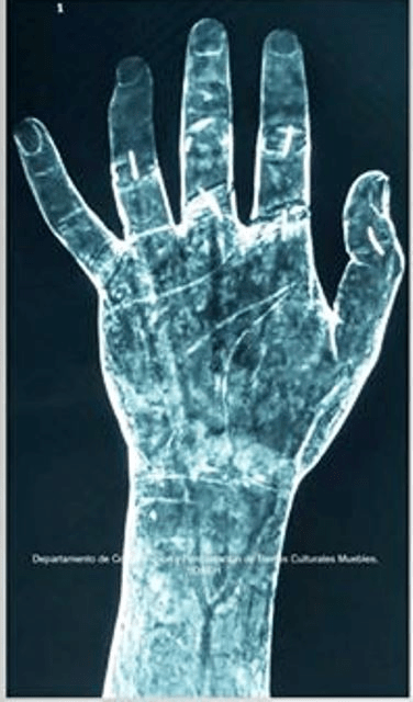 Mano izquierda de Jesús de las Tres Potencias
