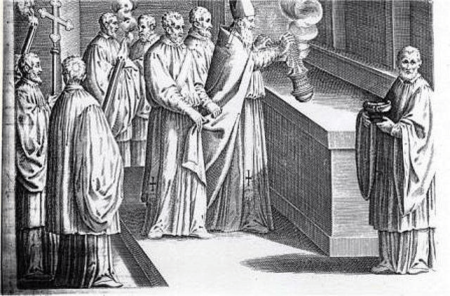 Imagen 14, Incensiación del altar