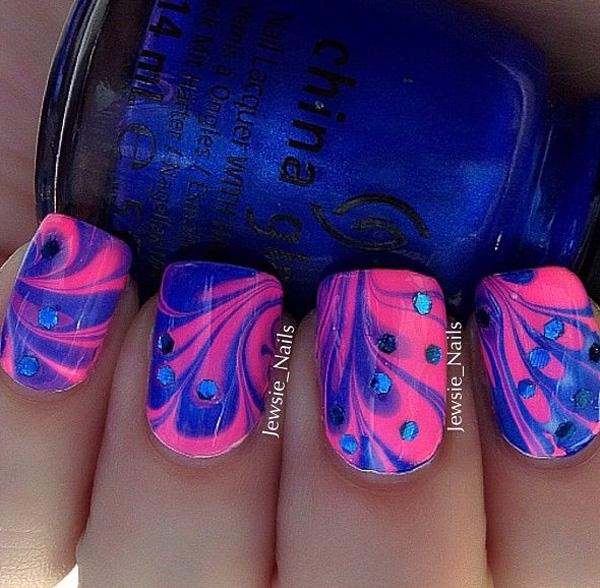 Simply Make Flower Patterns Using Blue And Pink Polishes In Water Marble Nail Art Design