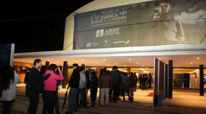 Crowds outside of the Cueva Theater during last year's film festival.