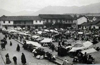 San Francisco Plaza 100 years ago.