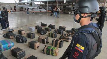 A captures cocaine shipment in the Galapagos. (El Comerico)