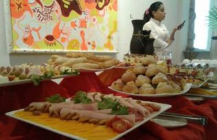 A food display in the Mayor's Gallery.