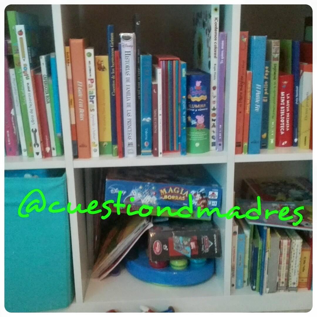 Imagen de nuestra pequeña biblioteca infantil casera