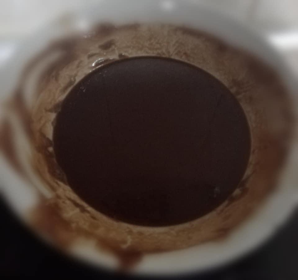 Bombones de chocolate, dejar templar el chocolate mezclado con la mantequilla