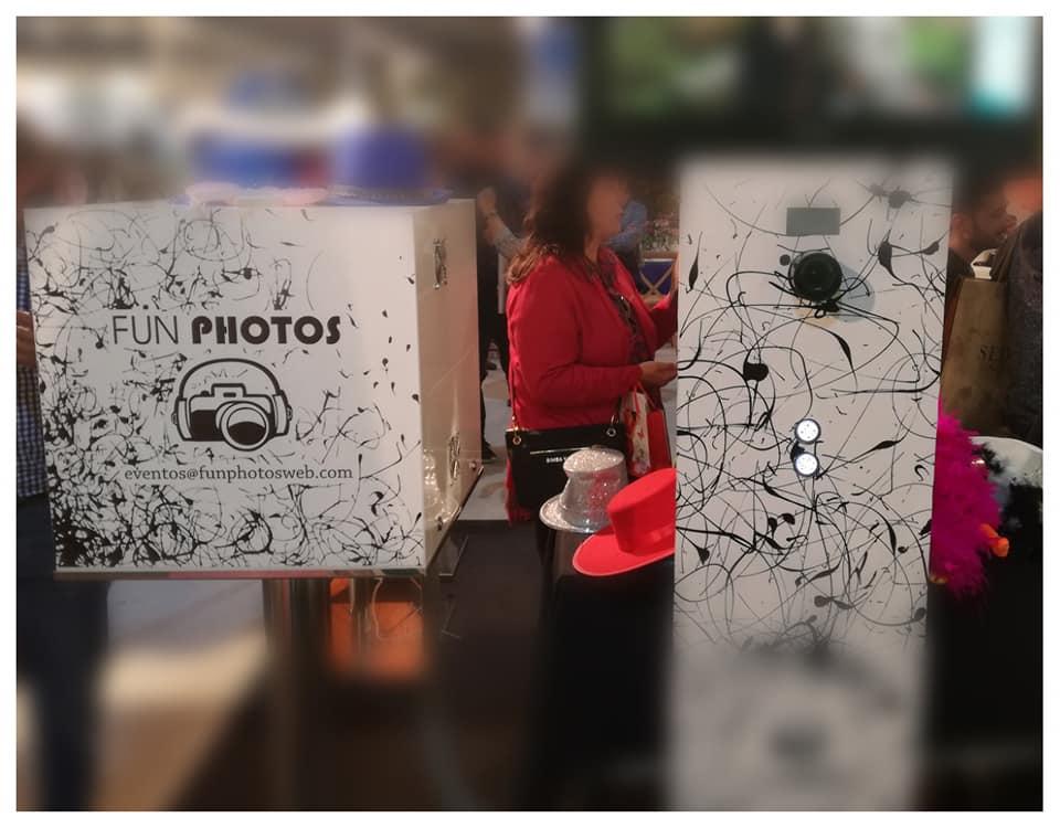Los dos elementos que forman parte del fotomatón de Fun Photos