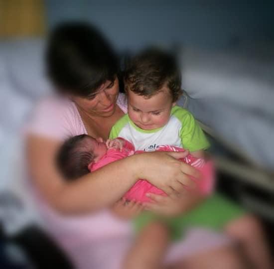La primera vez que tuve a mis dos peques en brazos. Un momento más de mi maternidad normal y sencilla como todas