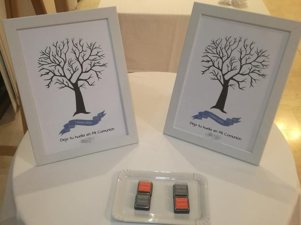 Los árboles de huellas que pusimos para que los invitados dejaran constancia de su paso por las Comuniones