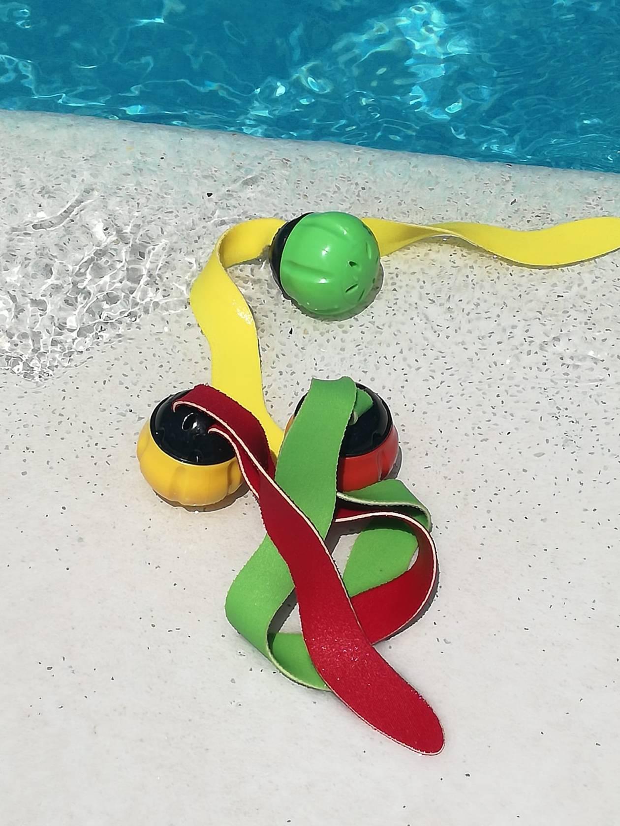 Bolas para el agua que imitan a las algas. Perfectas para el juego de la Búsqueda del tesoro