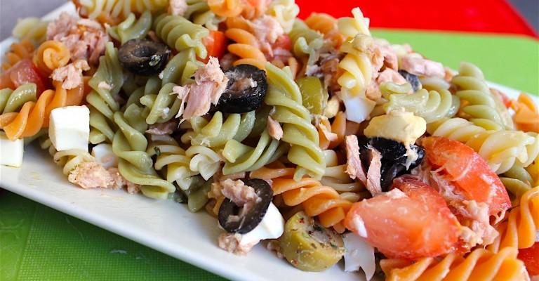 No puede faltar en nuestro listado de 5 ensaladas la ensalada de pasta.