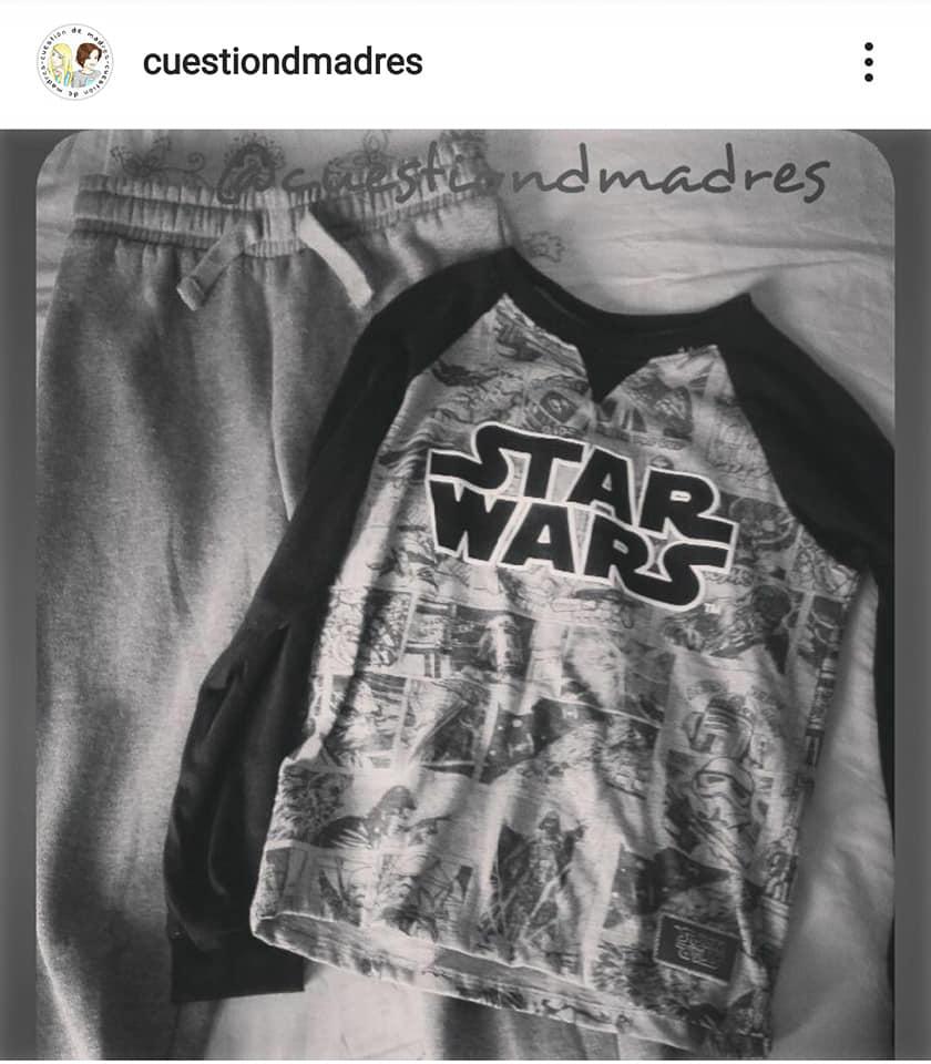 Pantalón de chándal y camiseta que compré un año a mi mayor. Nunca faltan en nuestros básicos para el curso escolar