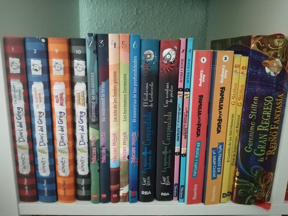 Algunas de las sagas de libros infantiles que tenemos en nuestra biblioteca de casa