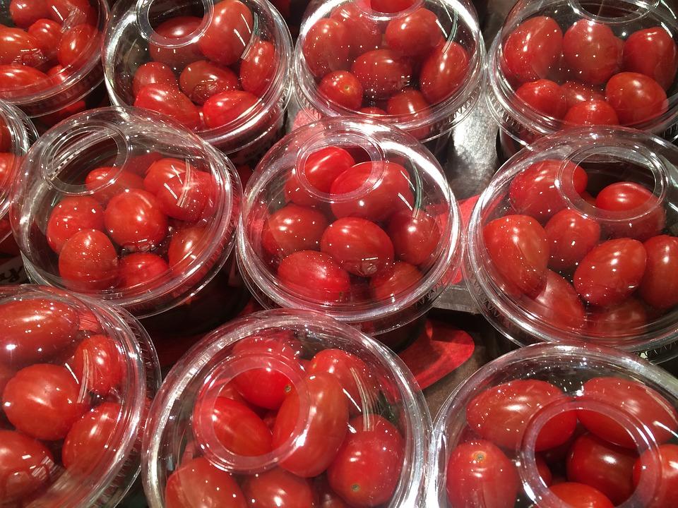 Tomatitos en envases de plástico de un sólo uso. Antes los compraba así, ahora ya los compro sueltos