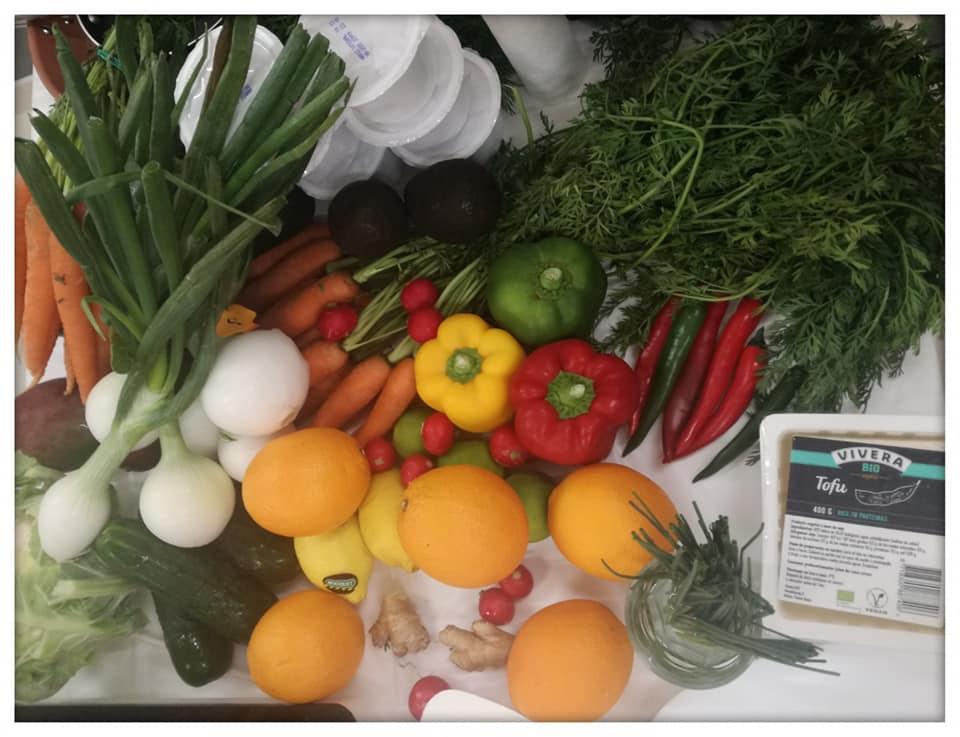 Todos los ingredientes que usamos en el taller de tupper saludable organizado por Consum y Clínica nutricional Nutt