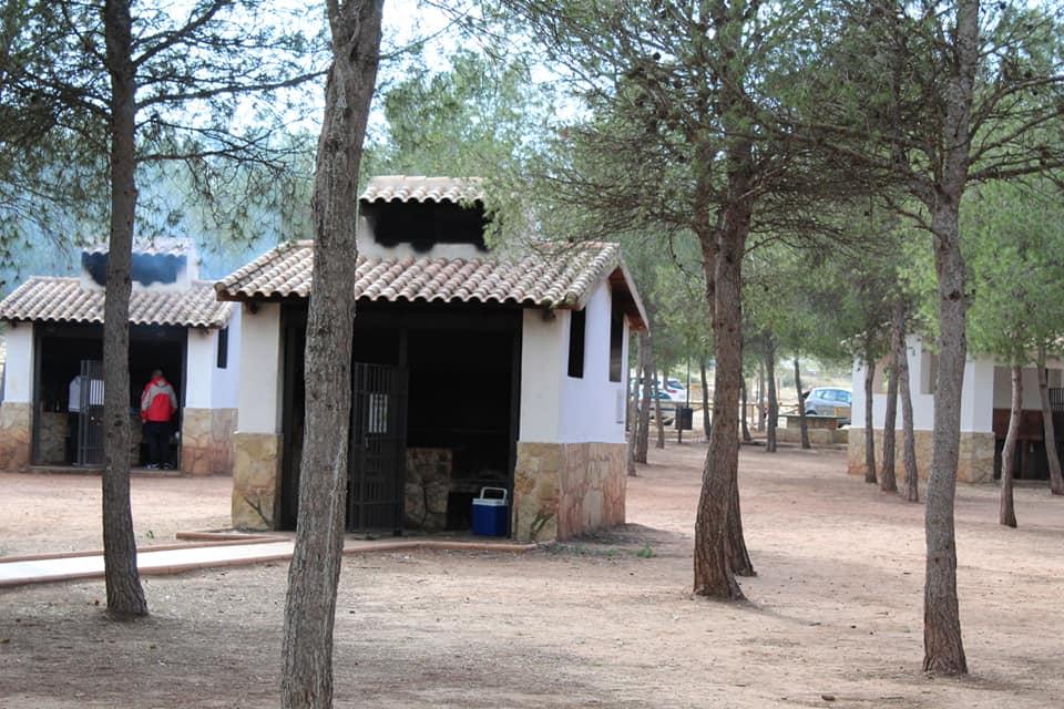 Barbacoas del área recreativa para uso de los visitantes salvo en temporada de riesgo de incendios