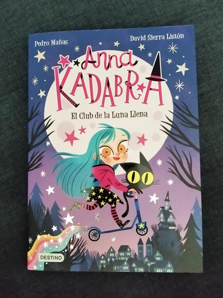 Portada del primer libro de la serie Anna Kadabra