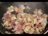 Sofrito de bacon y troncos de champiñones