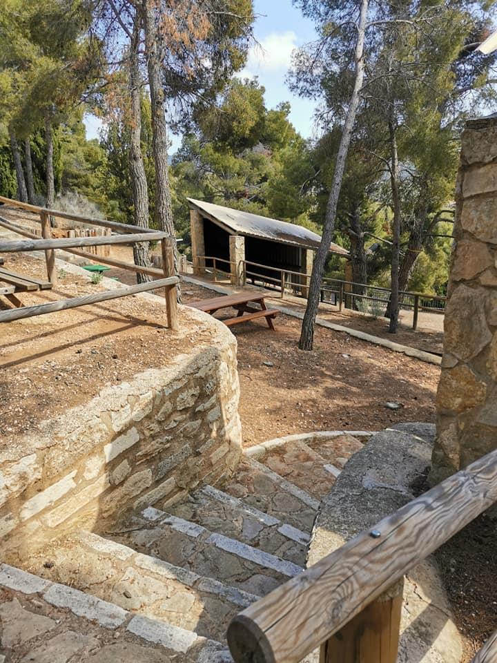 otra zona para sentarse a merendar en el área recreativa ermita San Pascual