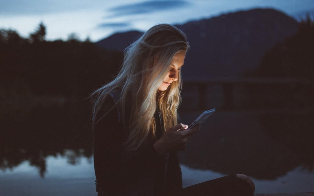 Pourquoi est-il plus facile de parler derrière son écran ?