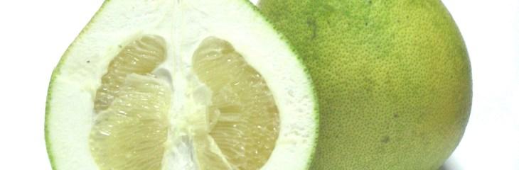 Pomelo, otra fruta de familia de los cítricos
