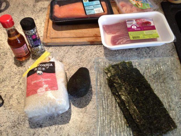 sushis préparation 1 620x465 - Sushis faciles à faire soi-même