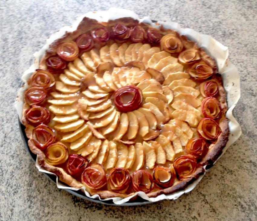 """tarte pomme roses caramel 1 - Tarte aux pommes """"Bouquet de roses"""""""