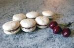 macarons cerise chocolat blanc 2 - Macarons Chocolat blanc et Cerise