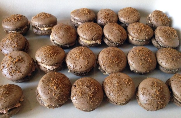 macarons foie gras 1 - On a testé : Le kit pour macarons Lékué